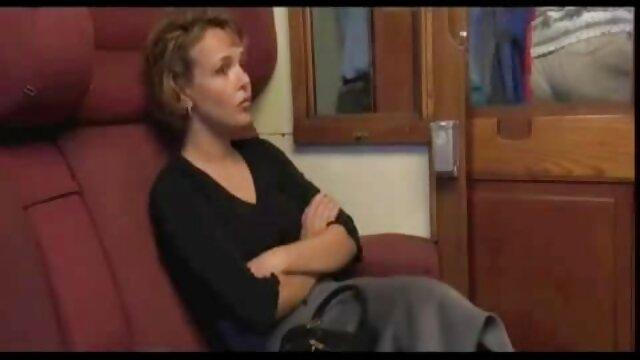 La gordas xxx caseros anfitriona chantajeó al invitado para que se lamiera